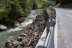Vom Erdrutsch, die die alpine Straße zu Rauris, Rauris blockiert haben, bleibt 2015 Lizenzfreies Stockbild