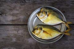 Vomer affumicato del pesce sul piatto Fotografia Stock Libera da Diritti