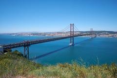 """25 von †April Bridge Pontes 25 de Abril """"eine Hängebrücke O Lizenzfreie Stockbilder"""