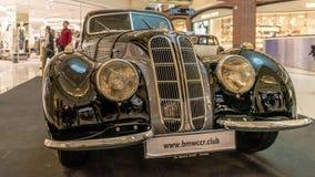Von Ausstellung von seltenen Autos 40-70 Jahren vor vom 20. Jahrhundert Lizenzfreies Stockfoto