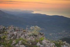 Von den Bergen zum Meer Stockbild