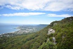Von den Klippen zum Meer Stockfoto