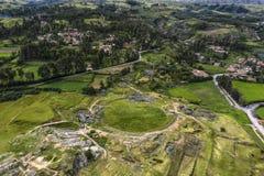 Von der Luftdraufsicht der Inkaruinen von Sacsayhuama lizenzfreies stockbild