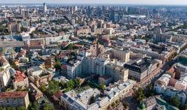 Von der Luftdraufsicht von Kiew-Stadtskylinen von oben, im Stadtzentrum gelegenes Stadtbild Kyiv-Mitte, Ukraine Stockbilder