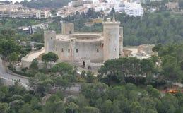 Von der Luftseitenansicht Bellver-Schlosses lizenzfreie stockfotografie