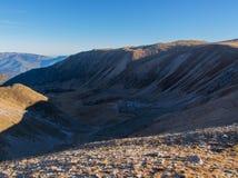 Von der Spitze des Berges sehe ich das eindrucksvolle Tal Stockfotografie