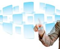 Von Hand eindrücken einer Taste auf einem Touch Screen Lizenzfreies Stockfoto