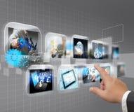 Von Hand eindrücken von Touch Screen Schnittstelle Stockbilder