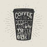 Von Hand gezeichneter Schattenbildpapiertasse kaffee mit Beschriftung lizenzfreie abbildung