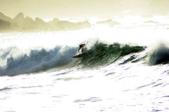 VON HINTEN BELEUCHTETER SURFER 1 Lizenzfreie Stockfotos