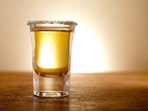 Von hinten beleuchteter Tequila Stockfotografie