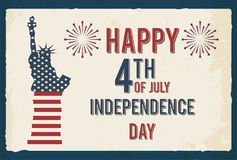 4. von Juli-Plakat Retro- Metallschild des Schmutzes mit Freiheitsstatuen Unabhängigkeit Day Feierflieger Französisches Dorf Lizenzfreies Stockfoto