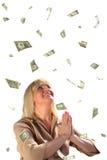 Von mittlerem Alter Geschäftsfrau- und Dollarfall des Gebets Stockfoto