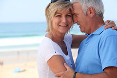 Von mittlerem Alter Paare an den Feiertagen Lizenzfreie Stockbilder