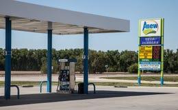 Von neuem Tankstelle-Zeichen Lizenzfreies Stockbild