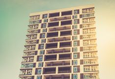 Von unterhalb des Schusses des modernen und neuen Wohngebäudes Foto von a Lizenzfreie Stockbilder