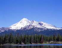 Vonkt Meer Oregon met Onderstel weerspiegelde Bachlor Stock Afbeeldingen