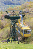 Voo aéreo da cabine do ropeway Imagens de Stock