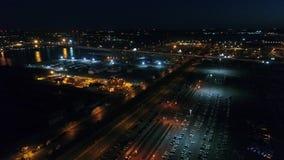 Voo aéreo da noite perto de Walt Whitman Bridge Philadelphia video estoque