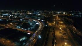 Voo aéreo da noite perto de Walt Whitman Bridge Philadelphia filme