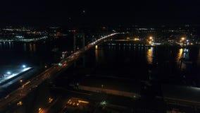 Voo aéreo da noite perto de Walt Whitman Bridge Philadelphia vídeos de arquivo