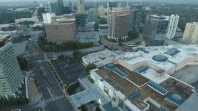 voo aéreo do zangão do lapso de tempo 4k sobre a skyline do centro da arquitetura da cidade do distrito financeiro moderno grande video estoque