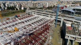 Voo aéreo sobre as obras da estrada de ferro subterrânea onde é fabricado construído em Tessalónica vídeos de arquivo