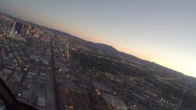 Voo aéreo sobre tira de Las Vegas, Nevada filme