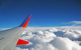 Voo acima das nuvens Imagens de Stock