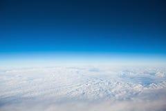 Voo acima das nuvens foto de stock