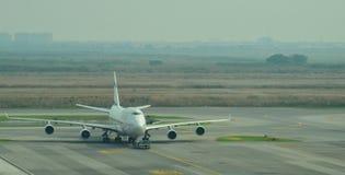 Voo das linhas aéreas no aeroporto internacional de Suvarnabhumi Fotos de Stock Royalty Free