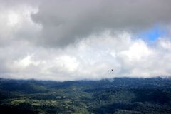 Voo de Eagle, montanha de Gorongoro Fotografia de Stock Royalty Free