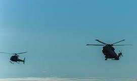 Voo de helicópteros militares Foto de Stock Royalty Free