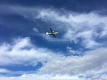 Voo de Widerøe dentro para aterrar em Bodø, Noruega Fotografia de Stock Royalty Free