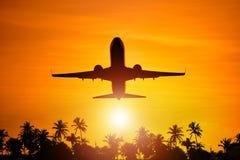 Voo do avião ao paraíso imagens de stock royalty free