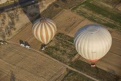 Voo do balão de ar quente em Cappadocia, Turquia imagem de stock