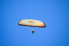 Voo do planador no céu Fotos de Stock