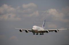 Voo do programa demonstrativo de Airbus A380 em ILA Berlin Imagens de Stock