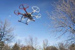 Voo do zangão de Haexacopter Fotografia de Stock Royalty Free