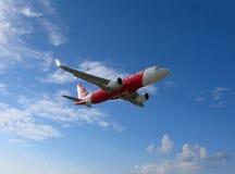 Voo dos aviões AirAsia Fotos de Stock Royalty Free