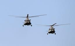 Voo dos helicópteros Fotografia de Stock Royalty Free