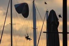 Voo dos Paragliders Fotos de Stock