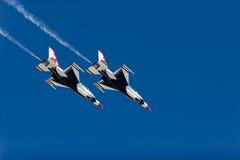 Voo dos Thunderbirds F-16 Imagem de Stock Royalty Free