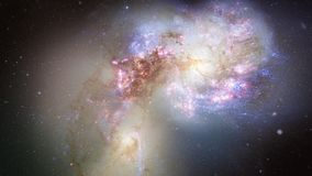 Voo espacial às galáxias 4K das antenas video estoque