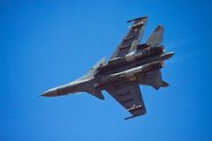 Voo indiano da força aérea Su-30 MKI na Índia Aero Foto de Stock