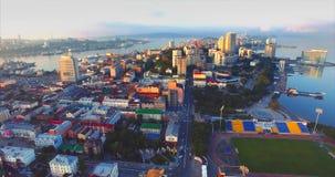 Voo para trás acima da península bonita de Egersheld na manhã Rússia video estoque