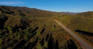 Voo sobre Castaic Califórnia vídeos de arquivo