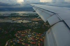 Voo sobre a cidade de Cebu Imagem de Stock