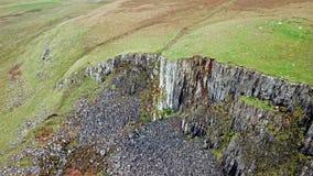Voo sobre o litoral de Skye noroeste por Kilmuir - Escócia filme