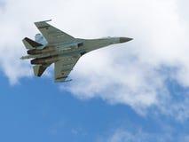 Voo Su-27 no aeródromo Kubinka Imagens de Stock